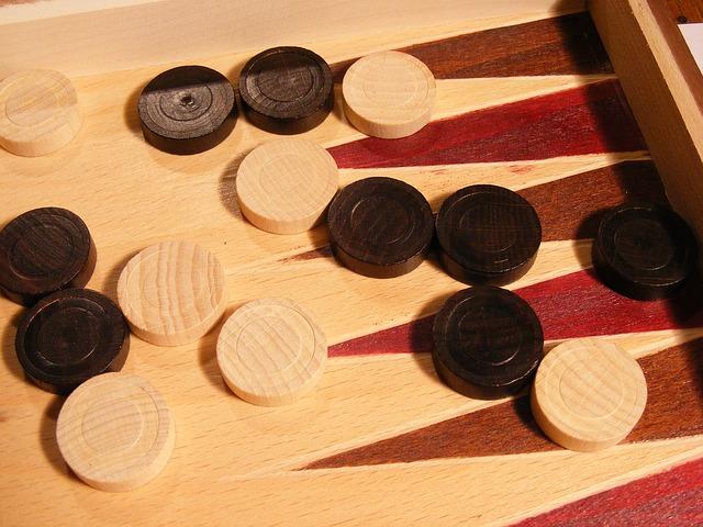 Backgammon online spielen: so geht's!